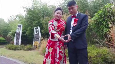湖北一帅哥,娶了一位大学同班同学,新娘丰满白嫩呢,很有夫妻相