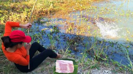 妹子用五花肉作饵钓鱼,大鱼疯狂的咬钩,看看她钓了多少?