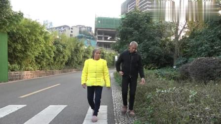 农村王四:天气不错,王四带着爸妈去逛公园,呼吸新鲜空气,有助身体恢复!