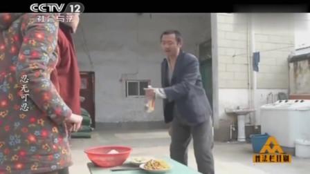 普法栏目剧:大哥不在家,无赖去照顾嫂子,嫂子:肚子疼!