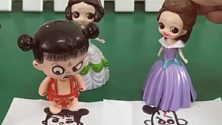 哪吒抓了公主给自己画画,白雪公主画的很帅气,贝儿画的怎么样呢?