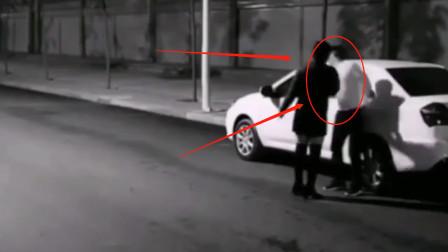 夫妻二人马路上吵架甚至动手!丈夫直接驱车离去,结局却感动众人