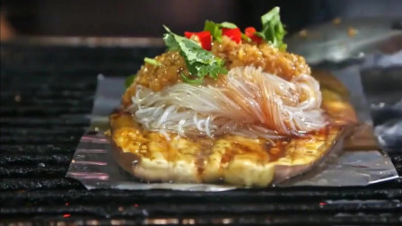 韩国美食家在哈尔滨吃烤茄子,说不用尝就知道很好吃