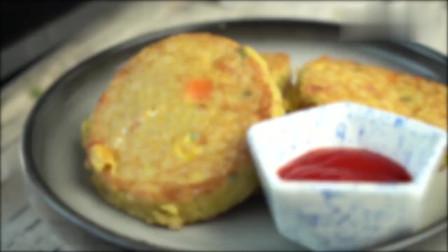 米饭鸡蛋饼,吃一口超满足,还很营养哦