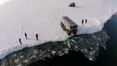 俄罗斯发明水陆越野车,一脚油门冲进冰层河道,真厉害啊!