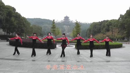 广场舞《吉祥六鼎山》,欢乐的舞蹈氛围,路人看了都心痒痒!