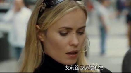 侠盗密码:盖布瑞搭讪美女,女子却佩服江洋大盗,认了个老人做干女儿!