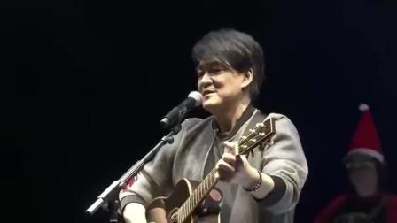 周华健现场吉他弹唱许冠杰经典《浪子心声》,越听越有味道