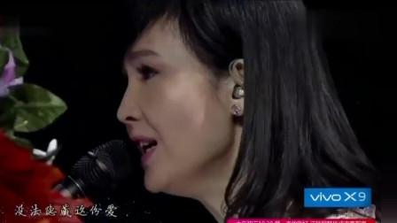 周慧敏现场弹唱《最爱》,天籁般的歌声让人着迷,不愧是原唱!
