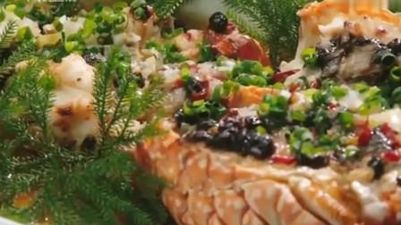老广的味道:龙虾裹上咸蛋黄酱炒制,外酥里嫩的口感~