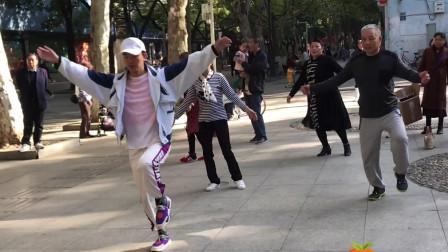 最近超火的鬼步舞,懒人16步动作教学,老师亲自教你如何跳