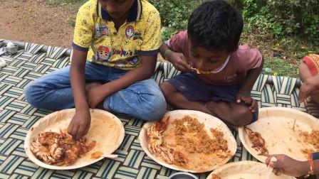 印度螃蟹炒饭你见过吗?一盘炒饭五只螃蟹,吃到你满足