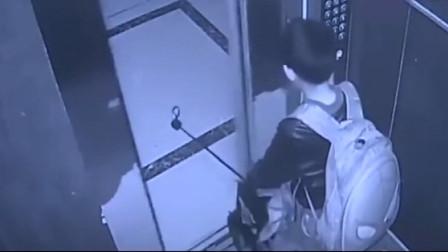 小男孩没事玩电梯,谁知发现不对劲,接下来太无助了