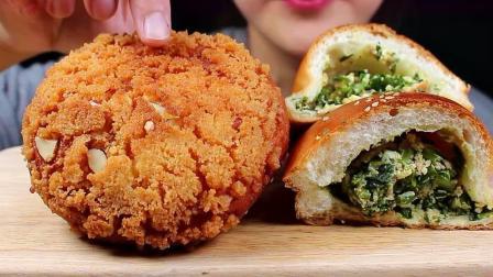 脆炸酥粒红豆面包经常见,可是韭菜鸡蛋面包真的是第一次见到啊