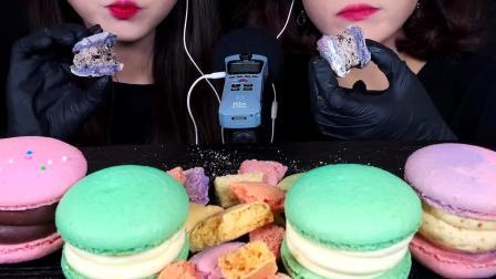 双胞胎小姐姐一起吃颜色特别漂亮的马卡龙,看着就像是艺术品啊