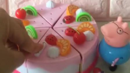 猪爸爸给猪妈妈做生日蛋糕,放上好吃的水果,再插上蜡烛