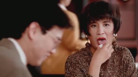 少妇去高档西餐厅竟要吃蛋炒饭,骨子里的东西不会改变!