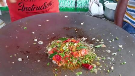 印度街边的网红小吃煎蛋卷咖喱,看着流口水,不知味道咋样
