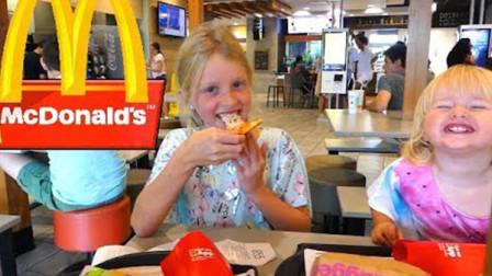 萌宝儿童益智玩具:小萝莉们吃了什么美味的食物?居然这么激动
