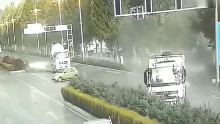 大货车司机闹市区打瞌睡车辆突然失控,要不是监控拍下,谁敢相信
