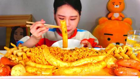 韩国大胃王小姐姐,试吃年糕关东煮,满满一大锅吃的太香了