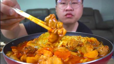 韩国大胃王小胖,试吃韩国大乱炖,满满一大锅根本吃不饱