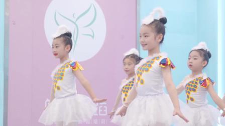 真是太有范儿了,小朋友们齐跳中国舞简直气势如虹