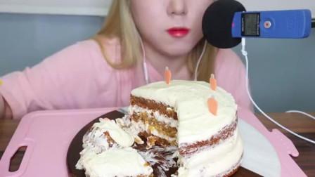 韩国吃播小姐姐,吃奶油芝士蛋糕,极至的甜品,酷热夏天吃最爽