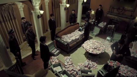 贪官家搜出巨额赃款,不料银行职员现场点钞,场面太震撼了!