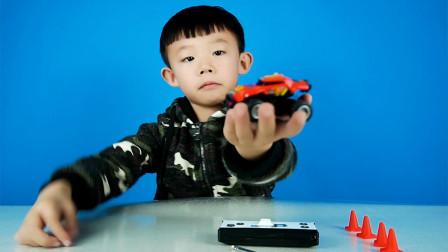 这款超小的迷你越野车玩具非常好玩