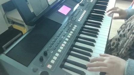 68岁大姐自学电子琴一个月,就会弹这么好听的歌曲了