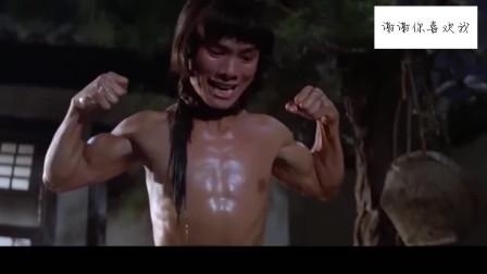背叛师门:小伙水里劈瓦,竟把水缸砸漏了,好功夫!