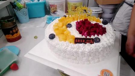 好漂亮的一款心悦女神蛋糕,蛋糕上面的黄桃搭配的很漂亮!