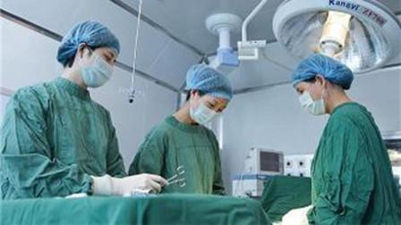 50岁的高龄拼二胎,怀孕七个月提前剖,打开肚子医生吓住了