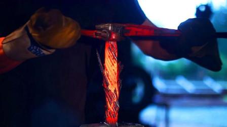 将20根钢筋烧红至2000度,用铁钳拧紧会怎样?简直是赚大了