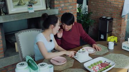 朗朗喂吉娜吃蛋糕,满满一大口真甜,下一秒就关心起小兔子!