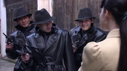 三个恶霸奉命暗杀美女,围住美女打算动手,没想到美女是个高手
