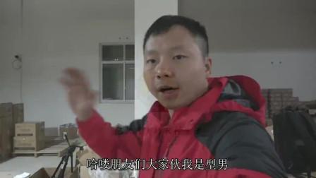 型男带妹妹妹夫吃火锅,小满也有口福,左手酥肉右手稀饭停不下来