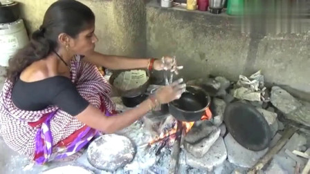 看看印度人吃的饼是怎么做出来的?配上独特酱料,你有胃口吃吗?
