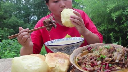 3斤羊排,4个大馒头,3碗小米粥,胖妹真的够能吃
