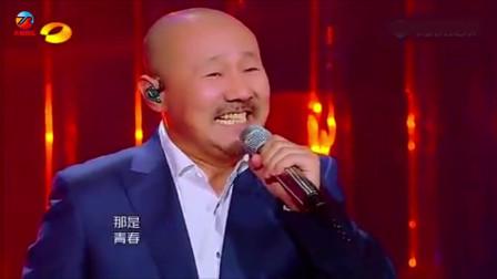 草原硬汉!腾格尔翻唱李谷一老师的《绒花》一开口惊艳全场!