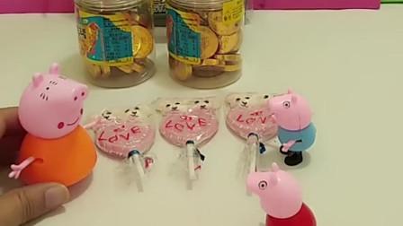 猪妈妈给乔治买好吃的,却不给佩奇买橡皮,你说猪妈妈这样做对吗?