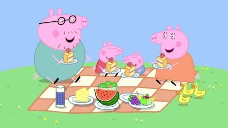 小猪佩奇:佩奇一家吃过饭后,把剩下的面包喂给了小鸭子
