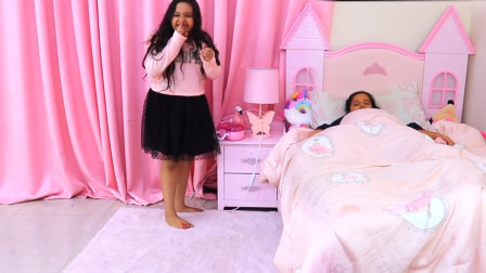 太皮了!妹妹趁萌宝小萝莉在睡觉时做了什么坏事?趣味玩具故事