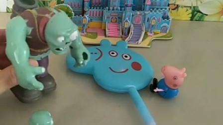 乔治要把魔法棒送给姐姐,小鬼想抢走,佩奇用玩具把他们吓跑了!