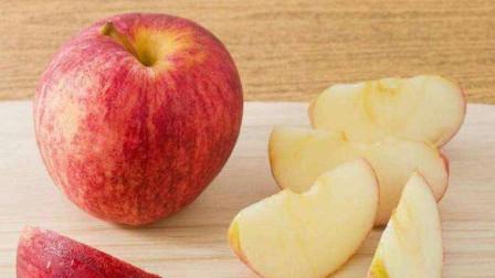 天冷了,苹果不要直接吃了,教你新做法,酥香味美,吃过就忘不了
