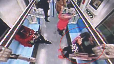 老太把老伴骨灰袋忘在地铁上 贪吃乘客当吃的喜滋滋捡走了