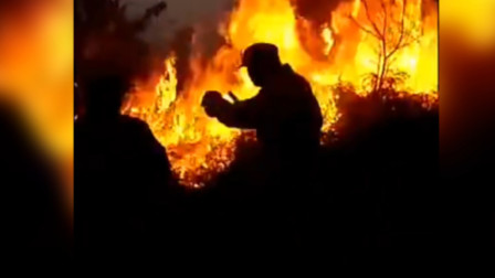 云浮一村民焚烧杂草引发山火,现场火光冲天,扑救难度大