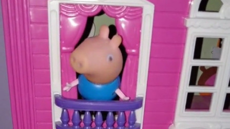 乔治在房顶上乘凉,发现了猪爸爸的小秘密,告诉了猪妈妈