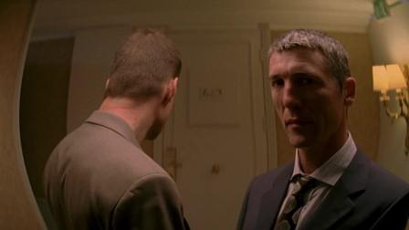 大叔被歹徒堵在门口,眼看生命即将消失,谁遇到都会头皮发麻